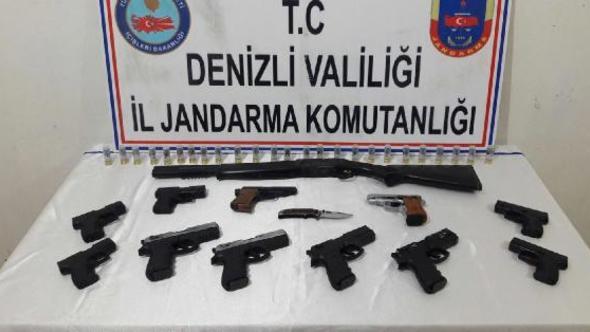 Jandarma Çivril'de Tabanca Operasyonu Düzenledi