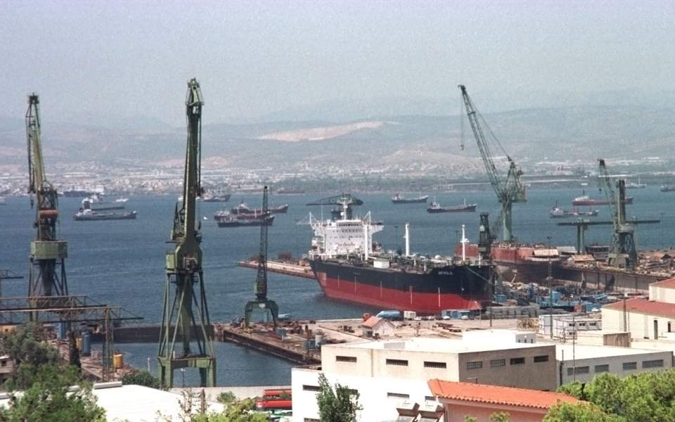 Yunanistan DYY'yi çekmek için odağını değiştirmeli