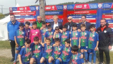 Servet Yardımcı, U12 İzmir Cup ödül törenine katıldı
