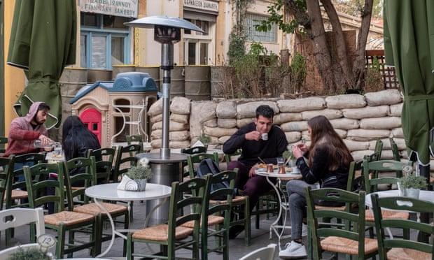 """Yeni nesil Kıbrıslılar, adanın Lefkoşa'nın """"ölü bölgesi"""" ndeki bölünmesine son vermeye çalışıyor"""