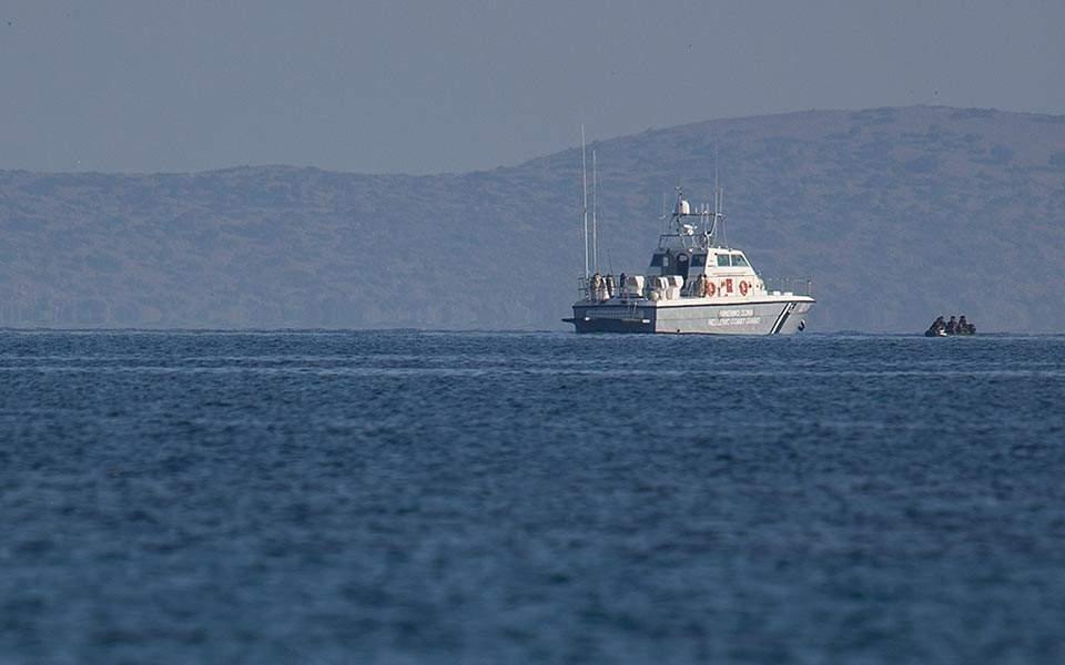 Kıbrıs'tan gelen polis botu milleri denizde 14 kişi aldı