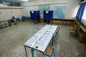 Yunanlılar üçlü seçimler için sandık başına gidiyor
