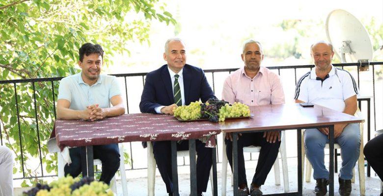 Başkan Osman Zolan, üzüm üreticileri ile bir araya geldi