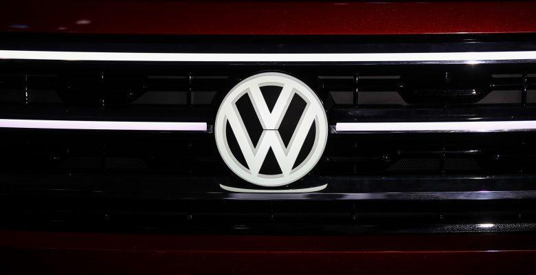 Alman otomobil devi Volkswagen yeni logosunu tanıttı