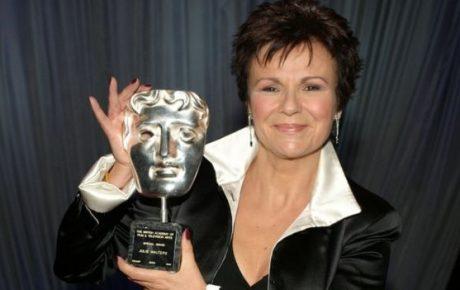 Dame Julie Walters bağırsak kanseri teşhisinin şokunu ortaya koyuyor