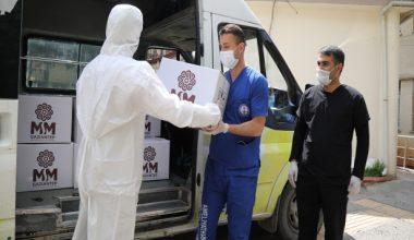 Gaziantep'de sağlık çalışanlarına tatlı dağıtıldı