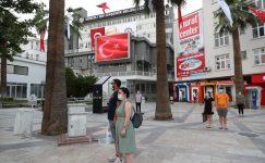 Denizli Büyükşehir'de dev ekrandan İstiklal Marşı