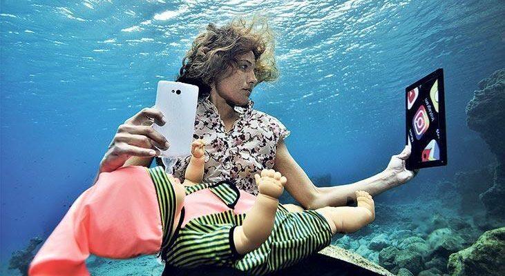 Sualtı fotoğrafçısı çalışmaları ile teknolojik bağımlılığa ışık tutuyor