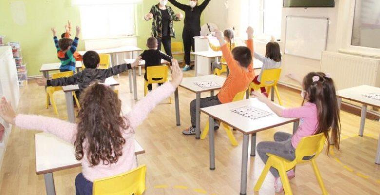 Hayırsever, bağışladığı anaokulunda öğretmen oluyor