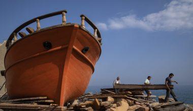 Yunan geleneksel ahşap tekne yapımcıları azalan bir zanaat